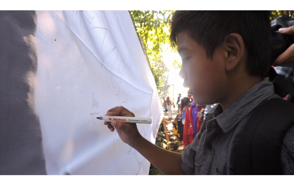 Ratusan Anak Terbangkan Layang-Layang Suarakan Bahaya Tembakau