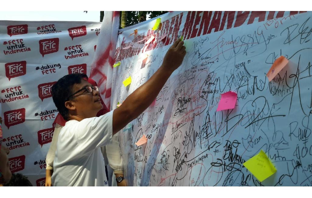 Aksi Gerakan Muda FCTC Padang