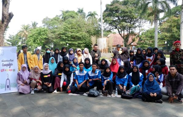 Pelajar Bogor Kampanyekan Dukungan Kenaikan Harga Rokok